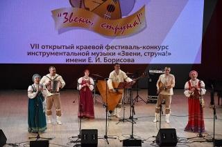 """На сцене ансамбль """"Яр-Марка"""""""